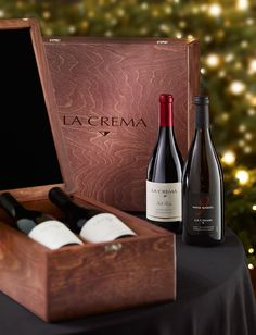 La Crema makes a perfect gift for the wine lover in your life.