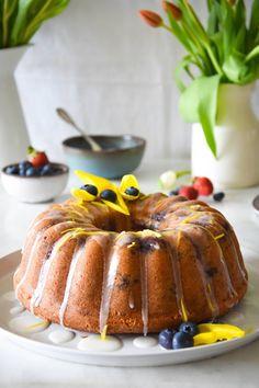 Κέικ λεμονιού με καρύδα και blueberries Food For Thought, Summer Recipes, Cupcakes, Ethnic Recipes, Muffins, Cupcake Cakes, Muffin, Summer, Cup Cakes