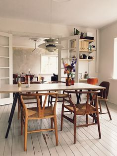 Add the modern decor touch to your home interior design project! Dining Room Walls, Dining Room Design, Dining Room Furniture, Dining Area, Kitchen Dining, Room Inspiration, Interior Inspiration, Casa Milano, Traditional Decor