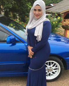 Hijabi Girl, Girl Hijab, Beautiful Muslim Women, Beautiful Hijab, Niqab Fashion, Hijab Dress, Girls Jeans, Traditional Dresses, Sexy Outfits