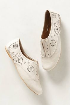 Discover unique women's flats, oxfords and slip-on shoes at Anthropologie, including the season's newest arrivals. Leather Sandals, Shoes Sandals, Dress Shoes, New Shoes, Slip On Shoes, Flat Shoes, Beautiful Shoes, Sundial, Womens Flats