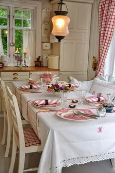 pretty cottage dining room