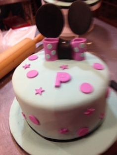 Cake Decorating class 102 - The Basics of Fondant presented by Chef Malissa De Bruin of Malberry Cakes Pretoria