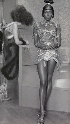 Naomi backstage @ Christian Dior Fall/Winter 1997 Haute Couture