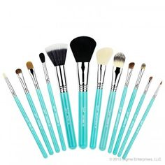 Essential Kit – Make Me Cool - $178.00 - In stock - Introducing the new 'Make Me Up' collection! Our best selling professional 12 brush kit now comes in beautiful colours and inside a durable and multifunctional container! Besides protecting your brushes, this exclusive container transforms into two stylish brush holders!