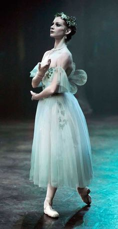 Alina Cojocaru and Isaac Hernandez danced respectively the title role and her lover Albrecht, in the Romantic ballet Giselle