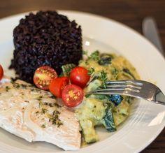 Pute aus dem Pergament mit Zucchini-Pesto-Sahne und schwarzem Reis - Geniales…