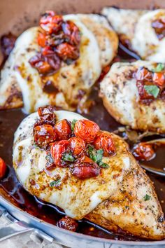 Caprese Chicken Recipe is an easy dinner recipe that turns boneless, skinless chicken breasts into a delicious 30 minute meal! Plus, the recipe is made entirely in one skillet!
