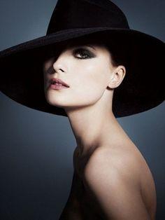 Make up Armani Neo Classic autunno 2012 http://www.amando.it/bellezza/trucco/make-up-armani-neo-classic-autunno-2012.html