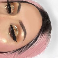 �� gold eyes  #eyes #eyemakeup #eyebrows #makeupgoals #goldeyemakeup #goldeyeshadow #pinkhair #roots #perfectmakeup #prettyhair #haircolor #pink #glittereyeshadow #sparkle #beautyblogger #eyeliner #cateye http://ameritrustshield.com/ipost/1550753761915115752/?code=BWFYlSJDRjo