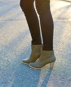 chic olive green ankle boots <3