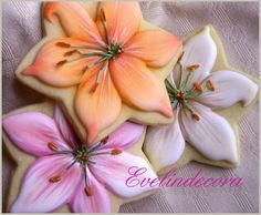 Lilium cookies | Evelindecora on Cookie Connection