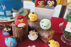 Très belle décoration pour anniversaire d'enfant angry bird. Une réussite !