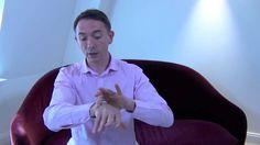 À quoi est due l'arthrose de la main ? quels sont les causes et les symptômes ? Que faire pour l'éviter et la soulager ? Réponses dans cette courte vidéo.
