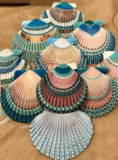 Trying out some painted shells 🐚Arts And Crafts Activities Info: photo description available. Seashell Painting, Seashell Art, Seashell Crafts, Beach Crafts, Stone Painting, Painting On Shells, Crafts With Seashells, Summer Crafts, Rock Crafts
