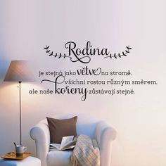 Rodina je stejná jako větve na stromě. Všichni rostou rzným směrem, ale naše kořeny zůstávají stejné. House Quotes, Diy And Crafts, Sweet Home, Positivity, Romantic, Writing, Motivation, Inspiration, Design
