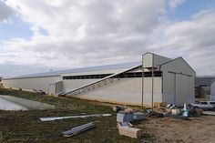 commercial poultry house pictures | Commercial Chicken House