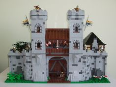 With the awesome work from all around the world contributing to the Community Castle Build I couldn't allow the Castle to go without a Gatehouse truly wort...