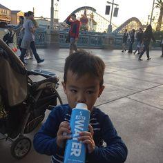 #Drinking #justwater at #disneyland #disneylandcalifornia #hydrate #drinkJUST #lucasryuji #babies @just by happygohippy