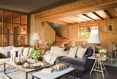 Learn your design style with Laurel & Wolf! Take a quick, 60 second interior design style quiz to learn your interior design style. Interior Design Styles Quiz, Converted Barn Homes, Decorating Your Home, Interior Decorating, Sweet Home, Barn Renovation, Deco Addict, Rustic Room, Design Case