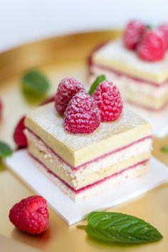 Pistáciové makronky Brownie Cupcakes, Mini Cheesecakes, Red Velvet, Panna Cotta, Pudding, Desserts, Recipes, Food, Sauce Recipes