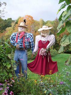 Unique funny and creative diy scarecrow ideas for your garden, outdoor front yard easy to make #garden