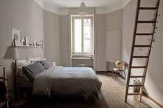 Idee e consigli di stile per decorare e arredare camere da letto moderne o classiche. Grandi interventi di ristrutturazione e soluzioni per piccoli spazi
