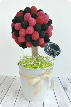 ramo chuches 04 Ideas Para Fiestas, Candy Shop, Trifle, Raspberry, Cupcakes, Yummy Food, Sweets, Fruit, Cooking