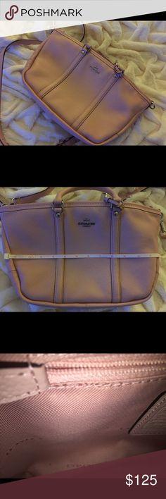 Pink Coach Purse Like new Pink Coach Purse Coach Bags Shoulder Bags