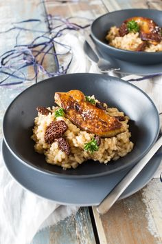 Risotto aux Morilles et Foie Gras Poêlé Risotto with morel mushrooms and pan-fried foie gras Gourmet Recipes, Pasta Recipes, Cooking Recipes, Healthy Recipes, Chefs, Weird Food, Exotic Food, Healthy Eating Tips, Mushroom Recipes