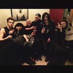 I really like this pic Kellin tweeted out  They're all so happy  #BestFanArmy #5SOSFAM #iHeartAwards #Vote5sos #KCA