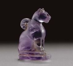 EGYPTIAN AMETHYST CAT AMULET. Late Period to Ptolemaid Period, 664-30 BC