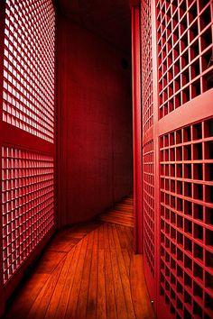 Red corridor, Honpuku-ji temple, Awaji, Hyogo, Japan by architect Tadao Ando. Water Temple (Mizumido) on Awaji island Tadao Ando, Hyogo, Japanese Architecture, Interior Architecture, Ancient Architecture, Religious Architecture, Gothic Architecture, Sustainable Architecture, Interior Design
