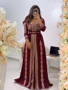 Morrocan Dress, Moroccan Caftan, Couture Dresses, Fashion Dresses, Muslim Wedding Dresses, Dress Wedding, Wedding Bride, Abaya Mode, Arab Fashion