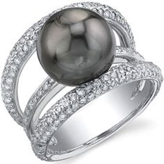 This amazing black pearl ring would loook so good on my finger!