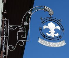Old Pub, Signage Design, Street Furniture, Sign I, Boy Scouts, Cottages, Lamps, Funny, Metal Art