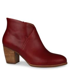 Shop the latest women's shoes with Shoe Connection. From loafers to sneakers, flatforms to heels, browse our huge range of shoes and find your perfect pair. Women's Shoes Sandals, Shoe Boots, Heels, Loafers, Booty, Pairs, Sneakers, Connection, Shopping