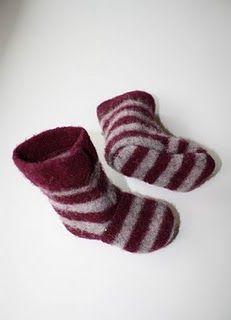 Recycled wool sweater slippers: Tutorial http://thrillinglythrifty.blogspot.com/2010/10/recycled-wool-sweater-slippers-tutorial.html#