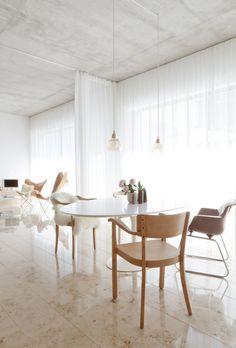 heller Essplatz  #interior #einrichtung #wohnen #living #dekoration #decoration #ideen #ideas #esszimmer #diningroom #modernesesszimmer Foto: STUDIO OINK