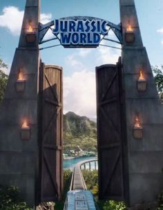 Les dinosaures du parc préhistorique reviennent sur grand écran le 10 juin prochain grâce au réalisateur Colin Trevorrow.  http://www.elle.fr/Loisirs/Cinema/News/Jurassic-World-decouvrez-en-images-les-coulisses-du-parc-2913772