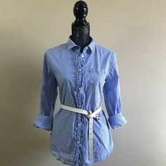 American Eagle ⚓️⛱ Blue & White Striped Top ⛱⚓️ American Eagle ⚓️⛱ Blue & White Striped Top ⛱⚓️ - Size Large. In perfect condition. Only worn once. Looks adorable with khakis or white jeans or red capris - the possibilities are endless with this adorable nautical top! Runs true to size. NO TRADES American Eagle Outfitters Tops Button Down Shirts