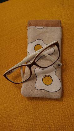 Etui à lunettes Mirettes cousu par Aurélie - imprimé œufs au plat - Patron gratuit étui à lunettes : Mirettes de Sacôtin