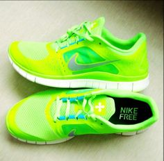 lime green womens nike running shoes