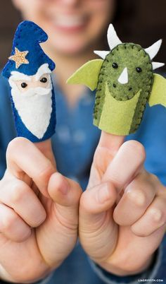 Sewing For Kids Easy How to Make Finger Puppets for your Fairy Tale Castle --- cute dragon and wizard patterns. Easy enough for kids to sew them! Felt Puppets, Felt Finger Puppets, Hand Puppets, Sewing Patterns Free, Free Sewing, Kids Patterns, Sewing Classes For Beginners, Felt Bunny, Sewing Basics