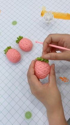 Cake Decorating With Fondant, Cake Decorating Videos, Cake Decorating Techniques, Cute Polymer Clay, Polymer Clay Projects, Food Crafts, Clay Crafts, Super Cool Cakes, Fondant Flowers