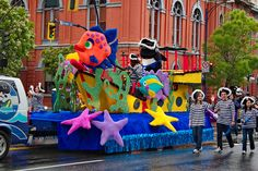 under the sea float - Modern Kids Parade Floats, Boat Parade, Mermaid Float, Christmas Float Ideas, Carnival Floats, Homecoming Floats, Sea Costume, Kids Wagon, Mardi Gras Parade