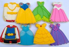 Disney Prince and Princess Cookies - I have 3 little Princesses (Cassidy, Alaina, & MaKenna) that need to have these cookies at their Birthday Parties! Cookies For Kids, Fancy Cookies, Iced Cookies, Cute Cookies, Cupcake Cookies, Sugar Cookies, Cookies Et Biscuits, Disney Princess Cookies, Disney Cupcakes