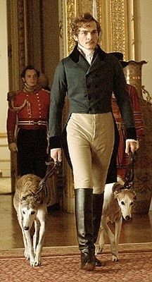 LA JOVEN VITORIA (LA REINA VICTORIA Lytton Strachey). El actor Rupert Friend  en un traje de Sandy Powel.