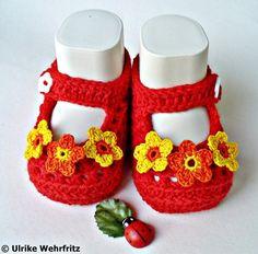 Diese Babyschühchen sind für die Farbaktion JuliSonne in den Farben   gelb, orange und rot gefertigt.   Die Babyschuhe sind mit sehr schöner und ...