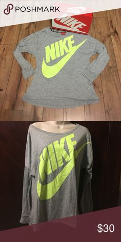 💚💚💚Nike off shoulder 💚💚💚Nike off shoulder like new size large Nike Tops Tees - Long Sleeve